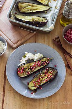 Cocineros del Mundo: Recetas del Reto de Septiembre 2016 - Granadas o Espinacas Berenjenas asadas con granada y ricotta del blog La cocina de Aisha