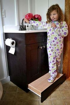 Vanity drawer step stool from Ana White – such a great use of space! No more tripping over the kid's step stool! Ana White, Easy Diy Projects, Home Projects, Earthship, Looks Cool, Home Organization, Organizing, My Dream Home, Diy Furniture