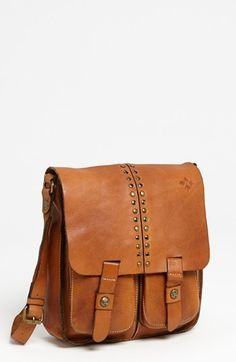leather messenger bag. #Gwydion #accessories