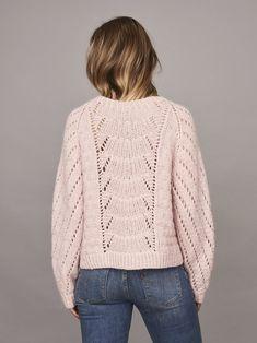 Magnum sweater with lace pattern, knitted in Önling no 1 merino wool and lamana cusi alpaca, light pink Hand Knitting, Knitting Patterns, Chunky Knitwear, Warm Sweaters, Alpacas, Twists, Knitting Projects, Lounge Wear, Merino Wool