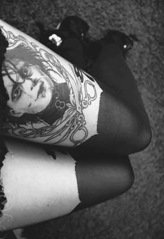 Edward Scissorhand tights- I used to have an Edward scissor hands hoodie that my little cousin jacked fr me. I'm still kinda mad ab that