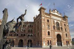 sculpture-madrid-repère-torero-devant-arène-de-tauromachie-plaza-de-toros-de-las-ventas-à-madrid-une-visit