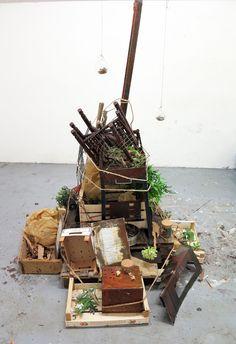 Conosciamo gli #artisti: Kalina Danailova. L'artista presenta un viaggio nella memoria fra profumi e essenze primarie della Terra e della Natura. Tramite questi profumi lo spettatore potrà tornare indietro nel tempo e rivivere ricordi di gioventù. http://www.mostra-mi.it/main/?page_id=12521