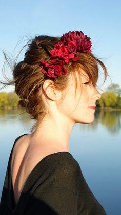 Headband fleuri Séraphine Paris modèle Andromaque #headand #fleurs #rouge #bordeaux #rose #seraphine #seraphineparis #seraphinebijoux #mariage #mariée #wedding #bride