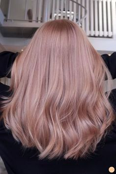 Strawberry blonde hårfärg - Peach Stockholm There is absolutely no disadvantage in turning by means Blond Rose, Pink Blonde Hair, Strawberry Blonde Hair Color, Blonde Color, Blonde Highlights, Blonde Pink Balayage, Rose Pink Hair, Red Color, Pastel Pink Hair