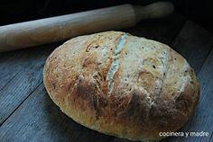 Un pan casero básico. Como hacer en casa y de forma sencilla un delicioso pan blanco con una buena miga compacta con una corteza crujiente.