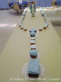 Catholic Cuisine: A Cupcake Rosary for Our Lady. A sweet idea representing a beloved devotion! <------ My mom wanted to this for a halloween party. Catholic Crafts, Catholic Kids, Roman Catholic, Catholic School, Holy Mary, Catholic Feast Days, All Saints Day, Catholic Religion, Religious Education