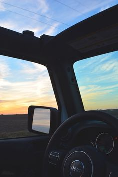The view from inside a Jeep Wrangler at sunset. My perfect dream car. Jeep Cars, Jeep Truck, Jeep Jeep, My Dream Car, Dream Cars, Car Goals, Cute Cars, Future Car, Jeep Life