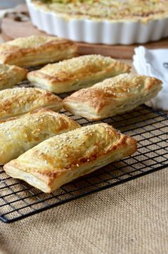 Savory muffins, savoury pies, savory snacks, puff pastry recipes savory, he Curry Recipes, Pie Recipes, Chicken Recipes, Cooking Recipes, Recipies, Family Recipes, Healthy Cooking, Lunch Recipes, Savory Pastry