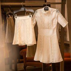 LOVELY MOOD   Toda a feminilidade e sofisticação da nossa linha off white com mix de tecidos, aplicação de renda e modelagem godê! Clássicos para uma vida toda! Dress or skirt?! Both! JÁ NA LOJA!!! ✨✨✨ #newin #newcollection #allwhite #lacedetails #classic #InvernoAnamac
