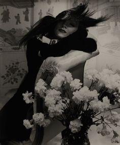 Marlene Dietrich German-born actress, portrait by Edward Steichen, taken 1936 Edward Steichen, Marlene Dietrich, History Of Photography, Fine Art Photography, Fashion Photography, White Photography, Straight Photography, Timeless Photography, Artistic Photography