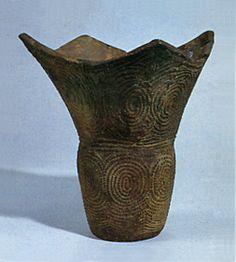 Deep clay pot. Jomon period. Yamanashi Japan.  BC.5,000 - BC.3,500.
