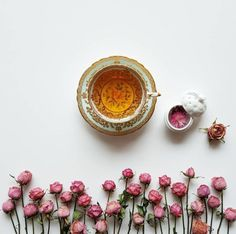 Find images and videos about flowers, coffee and tea on We Heart It - the app to get lost in what you love. Coffee Cafe, Coffee Shop, Tee Kunst, Pause Café, Tea And Books, Flower Tea, Tea Art, My Cup Of Tea, Coffee Break