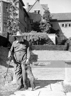 Foto di attualità : Former British PM Winston Churchill and his dog Rufus at Chartwell Home