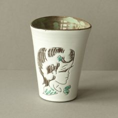 Vintage mini vaas, Nederlands keramiek, wit met meisjeshoofd, vijftiger / zestiger jaren, retro, vintage by PrettyandPreloved on Etsy