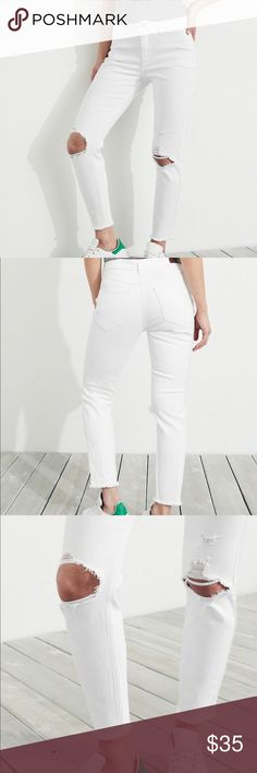 NWT Hollister High Rise Crop Super Skinny Jeans • 99% Cotton, 1% Elastane • Machine wash cold, with like colors • Only non-chlorine bleach • Tumble dry low • Warm iron if needed • Do not dry clean Hollister Jeans Skinny
