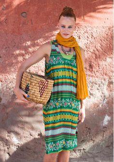 """Kleid """"Medina"""" 52708_52708-75.jpgKleid """"Medina"""" Dieses Kleid gehört in die Sonne! Ärmelloses Modell aus weich wallendem Modal, bedruckt mit dem wunderbaren Muster """"Medina"""". Seitentaschen und geschlitzter Saum. Normale Passform Länge/M 105 cm Artikelnummer 52708 Reduzierter Preis: 49,- € Originalpreis: 69,- € Ersparnis: 29 %  dunkelsmaragd"""