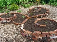 Brick raised vegetable beds...or an interesting way to recycle old bricks for creating a border around  a tree
