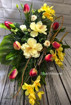 Fall Floral Arrangements, Beautiful Flower Arrangements, Beautiful Flowers, Deco Floral, Arte Floral, Floral Design, Cemetary Decorations, Table Decorations, Diy Flowers