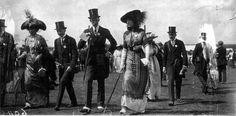 http://upload.wikimedia.org/wikipedia/commons/2/29/Vita_Sackville-West_Ascot_june_1912.jpg