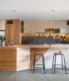 Brunswick, Australia-based studio Breathe Architecture crafts a compact and modern residence perfectly fit for a family of five in a small suburb in Melbourne.