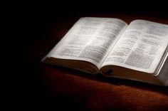 ESTUDIO BIBLICO  Por: Camilo Sastoque M.     Rom 8:1  Por lo tanto, ya no hay ninguna condenación para los que están unidos a Cristo Je...