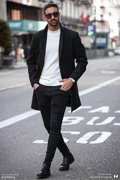 Erfahre welche Teile dazu passen! Casual Chic Herren Outfit in schwarz-weiß. Eleganter Look mit Jeanshose, Pullover, Wollmantel und Stiefel oder Chelsea Boots. Ein schickes Outfit für die Arbeit und Freizeit. Outfits für Männer mit passenden Teilen bei Favorite Styles. #favoritestyles #mode #fashion #outfit #männer #herren #style #stil #männermode #herrenmode #mensoutfit #mensfashion #ideen #inspiration #casual #chic #schwarz #weiss #elegant #lässig #frühling #freizeit #arbeit