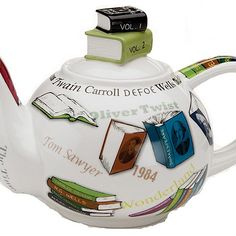 Love it - blends my two favourite things cup of tea and books Personal Tea Pot for Book Lovers Ideas Prácticas, Gift Ideas, Buch Design, Tea And Books, Teapots And Cups, Book Lovers Gifts, Chocolate Pots, My Tea, Book Nerd