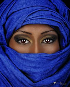 Color : Tuareg woman