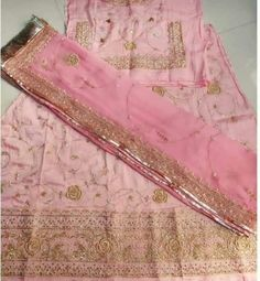 Rajasthani Dress, Rajputi Dress, Dulhan Mehndi Designs, Designer Party Wear Dresses, Wedding Outfits, Fabric Flowers, Krishna, Indian Fashion, Antique Jewelry