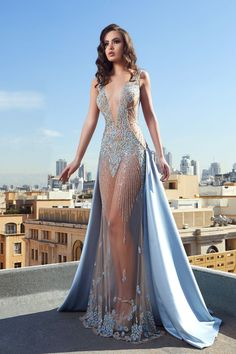 Evening dresses Source by lopunnyfan gowns stunning Stunning Dresses, Beautiful Gowns, Elegant Dresses, Pretty Dresses, Golden Dress, Fantasy Gowns, Glam Dresses, Beaded Dresses, High Fashion Dresses