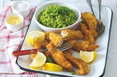 Rybí prsty v bylinkové strouhance s hráškem Hunger Strike, Tandoori Chicken, Chicken Wings, Food And Drink, Meat, Ethnic Recipes, Buffalo Wings