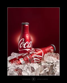 Red Coca Cola bottles on ice. Coca Cola Can, Always Coca Cola, World Of Coca Cola, Coca Cola Bottles, Pepsi Cola, Coca Cola Pictures, Coca Cola Wallpaper, Pop Drink, Vintage Coke