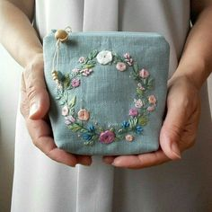 Cushion Embroidery, Embroidery Purse, Hand Embroidery Videos, Hand Embroidery Flowers, Hand Embroidery Stitches, Silk Ribbon Embroidery, Hand Embroidery Designs, Floral Embroidery, Embroidery Supplies