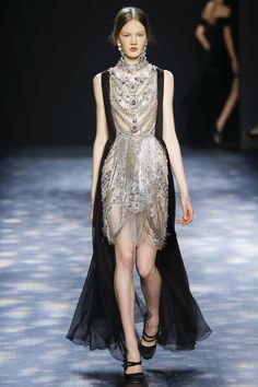 Catwalk photos and all the looks from Marchesa Autumn/Winter Ready-To-Wear New York Fashion Week Haute Couture Style, Couture Mode, Couture Fashion, Runway Fashion, Fashion Trends, Look Fashion, High Fashion, Fashion Show, Beautiful Gowns