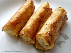 ROLTOAST: Toastbrood (zonder korst) platrollen met deegrol. Beleggen met kaas en eventueel ham. Oprollen en door gekruid (pikante kruiden, basilicum, peper en zout) en geklutst ei rollen. Bakken in de pan. Klaar!