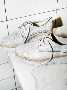 Zephyr Platform Menswear | Lace-up leather platform shoe with a menswear-inspired feel. Features a shimmering crackled paint design allover. Padded footbed for support.