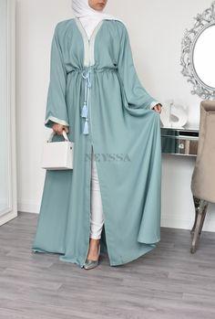 Disponible vers le 30 Juin 2020 soyez au rendez vous! Abaya Dubaï en Nidah, Neyssa création, un joli mariage entre le style Marocain et les materiaux Emiratie tel que le Nidah de Corée. Vos plus belles tenues Abaya moderne 2020 sont chez Neyssa #abayadubai#abayaeid#abayaoutfit#abayamoderne#blackabaya#abayanidah Modest Fashion Hijab, Modern Hijab Fashion, Hijab Fashion Inspiration, Abaya Fashion, Muslim Fashion, Abaya Dubai, Mode Abaya, Mode Hijab, Girls Fashion Clothes