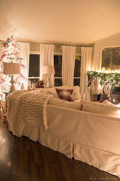 Warm Glow of Christmas Night – Ella Claire – cozy home warm Christmas Living Rooms, Christmas Bedroom, Farmhouse Christmas Decor, Cosy Christmas, Christmas Night, Christmas Home, Magical Christmas, Xmas Holidays, Cozy Home Decorating