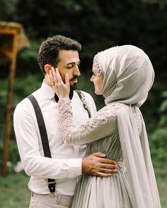 Wedding Hijab Styles, Muslim Wedding Dresses, Muslim Brides, Wedding Couple Poses Photography, Couple Photoshoot Poses, Wedding Photoshoot, Muslimah Wedding, Vintage Wedding Photography, Cute Muslim Couples
