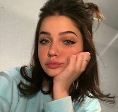 Image shared by Harleth Kontreraz. Find images and videos about girl, makeup and hair on We Heart It - the app to get lost in what you love. for teens Beautiful girl💕 uploaded by Harleth Kontreraz Makeup Goals, Makeup Tips, Beauty Makeup, Hair Beauty, Makeup Ideas, Makeup Style, Aesthetic Makeup, Aesthetic Girl, Aesthetic Grunge