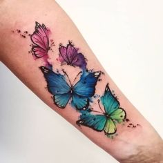 watercolor butterflies tattoo © tattoo studio Alpha Ink Gdynia ❤ What is a watercolor tattoo and what are the pros and cons of watercolor tattoos? Undoubtedly this style is one of the most spectacular forms of body art. Butterfly Tattoos For Women, Butterfly Tattoo Designs, Sleeve Tattoos For Women, Colorful Butterfly Tattoo, Realistic Butterfly Tattoo, Colorful Tattoos, Butterfly Design, Watercolor Butterfly Tattoo, Watercolor Tattoos