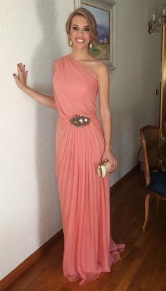 Cristina Gaitan con vestido joya de Sayan. Alquílalo ya en www.lamasmona.com