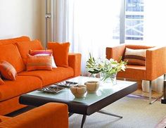 salon con sofa naranja - Buscar con Google