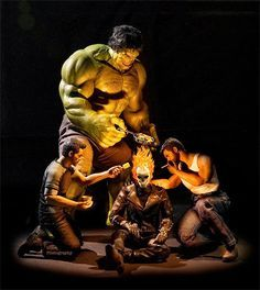 Using action figures and seamless Photoshop skills, photographer Edy Hardjo has created several images of superheroes doing not so super activities. How else would you see Spiderman washing Captain America's shield or Hulk cutting Thor's hair? Marvel Dc Comics, Bd Comics, Batman Wonder Woman, Thor, Spiderman, Comic Book Superheroes, Comic Books, Avengers Superheroes, Wolverine