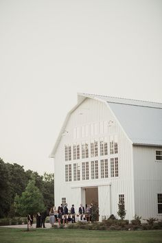 Photography: Shaun Menary Photography - shaunmenary.com   Read More on SMP: http://www.stylemepretty.com/2016/03/31/rustic-white-sparrow-barn-wedding/