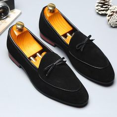 Men Suede Non Slip Large Size Slip On Soft Casual Shoes is designed for the formal occasion, more high-quality men formal shoes are on sale. Suede Loafers, Loafers Men, Loafer Flats, Oxfords, Flat Dress Shoes, Lace Up Shoes, Formal Shoes For Men, Leather Slip Ons, Leather Shoes