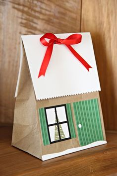 Unify Handmade: How to Make a Paper Bag House for Christmas Packaging - Geschenkverpackungen - Paper Christmas Gift Wrapping, Christmas Goodies, Christmas Crafts, Preschool Christmas, Christmas Gift Bags, Christmas Items, Creative Gift Wrapping, Wrapping Ideas, Wrapping Gifts