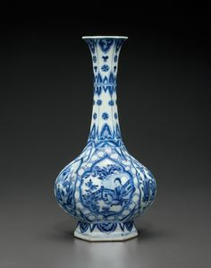 A blue and white bottle vase, Kangxi period (1662-1722)