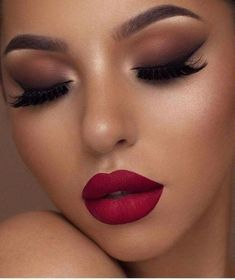 Make Up; Look; Make Up Looks; Make Up Augen; Make Up Prom;Make Up Face; Glitter Makeup Looks, Smokey Eye Makeup Look, Makeup For Brown Eyes, Cute Makeup, Gorgeous Makeup, Makeup With Red Lips, Prom Makeup, Smokey Eye Red Lips, Party Makeup Looks